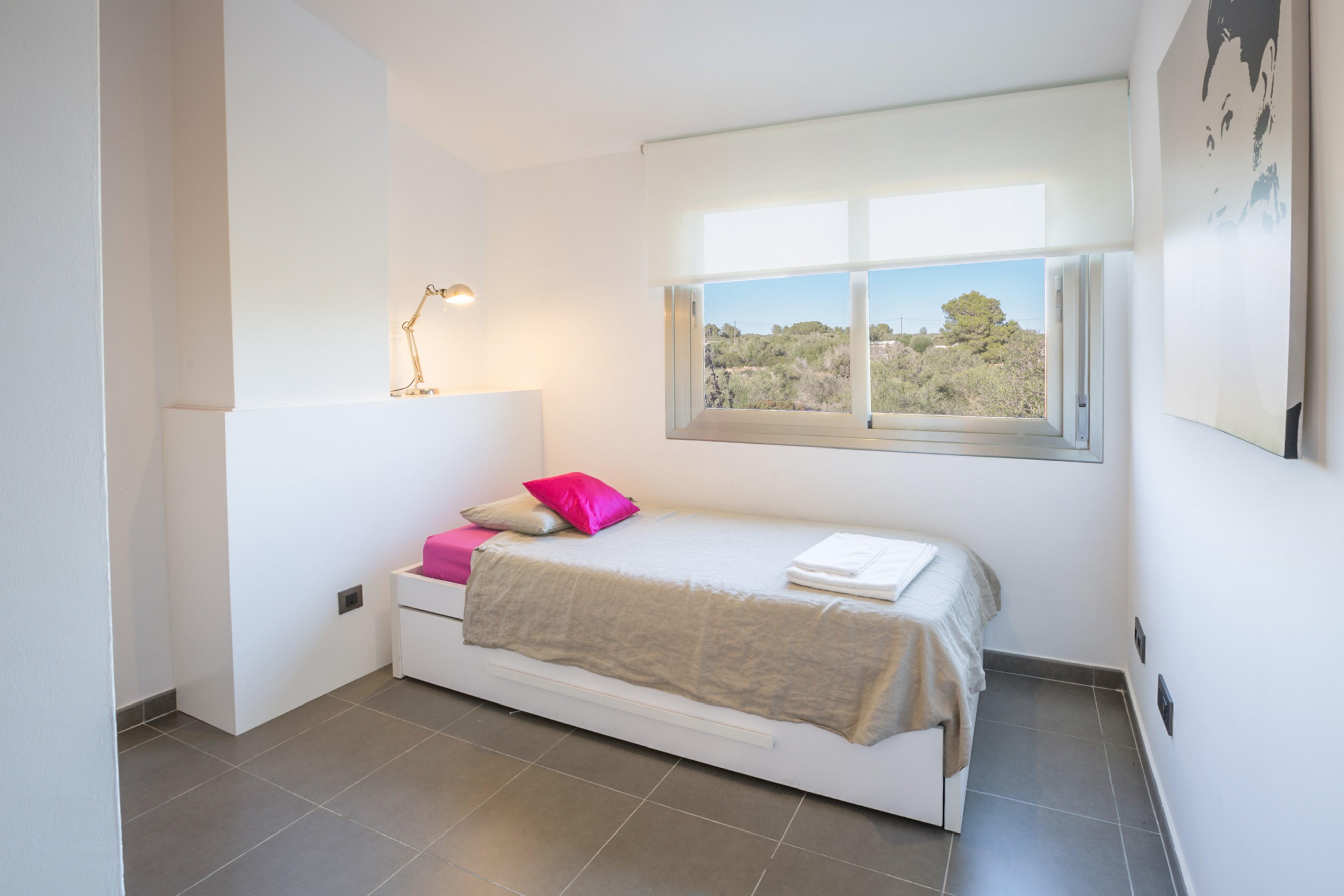 ferienhaus sa r pita mit klimaanlage f r bis zu 10 personen mieten. Black Bedroom Furniture Sets. Home Design Ideas