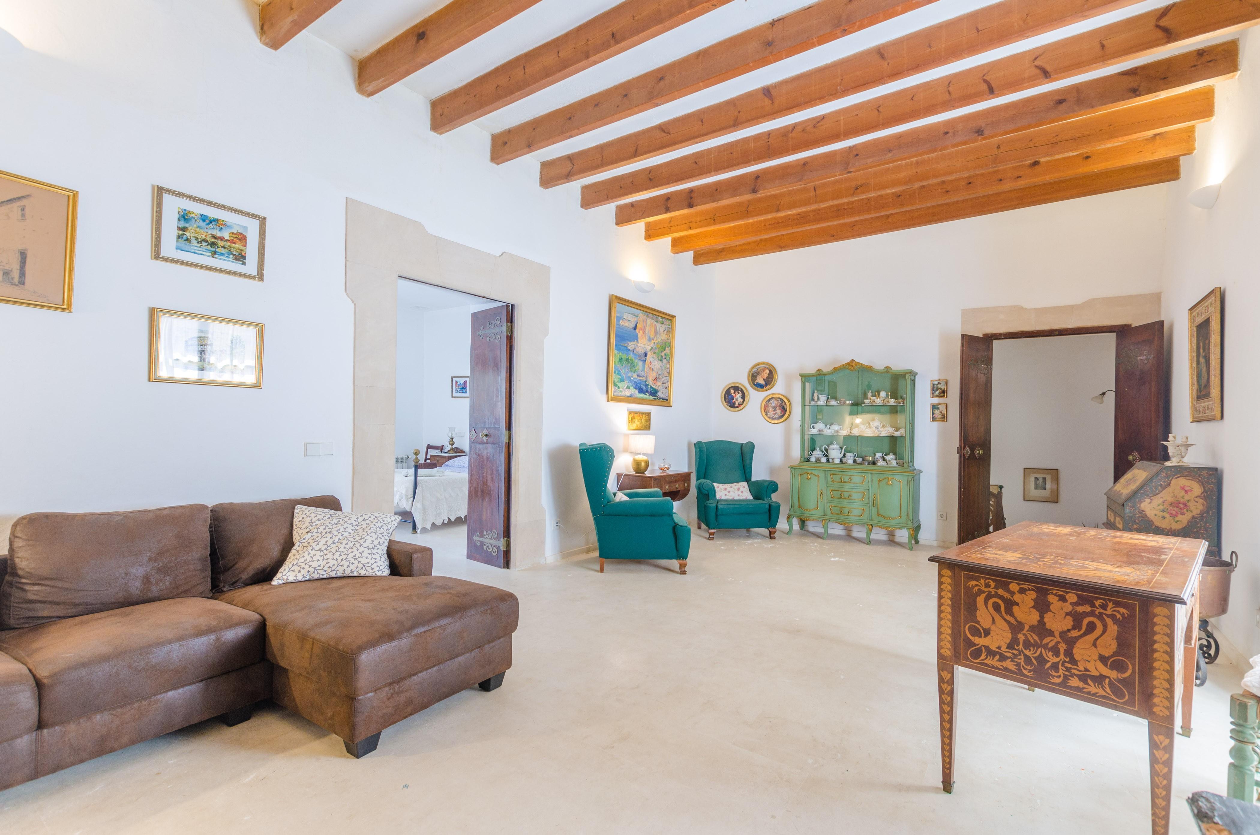 ferienhaus santanyi mit pool f r bis zu 12 personen mieten. Black Bedroom Furniture Sets. Home Design Ideas