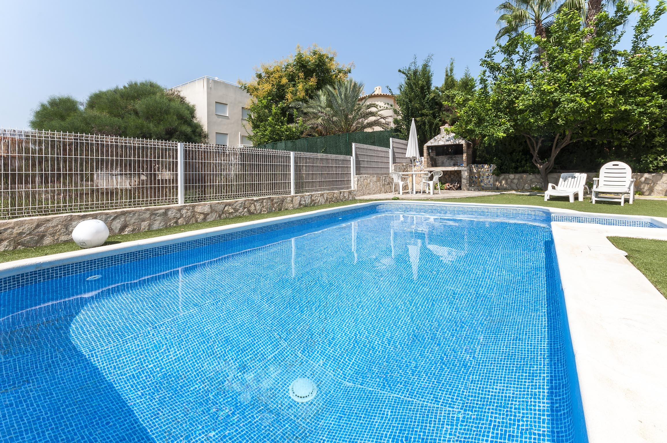 Set Just A Stones Throw From Oliva Nova Beach, This Apartment Has Access To  A Shared Pool And Is Ideal For 6 People. The Exteriors Features A Shared,  ...